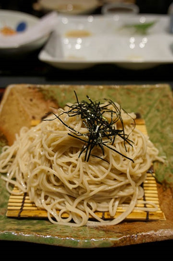 Food and travel guide Osaka Japan - tempura with soba